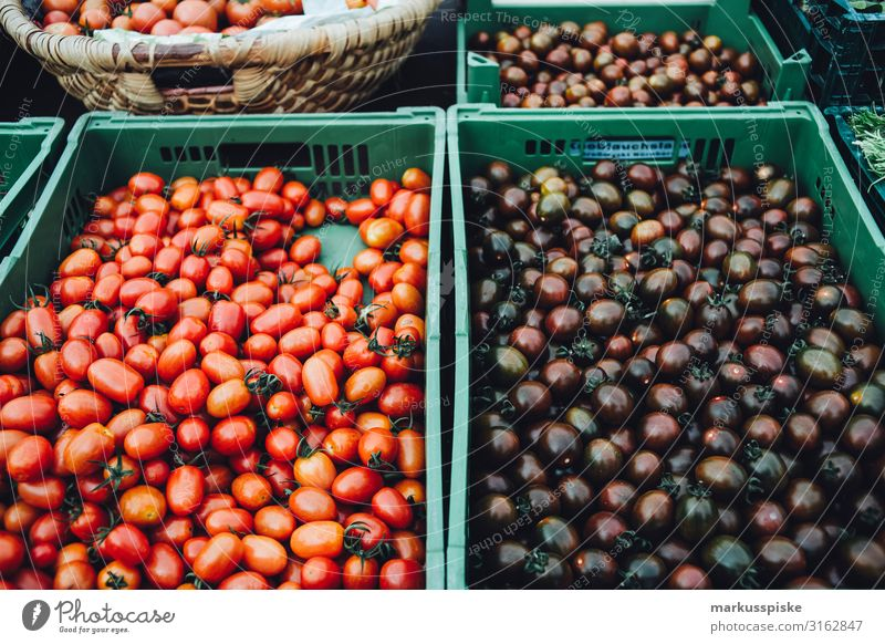 Farmer's market with old organic tomato varieties Food Vegetable Tomato Nutrition Eating Organic produce Vegetarian diet Diet Fasting Finger food Shopping
