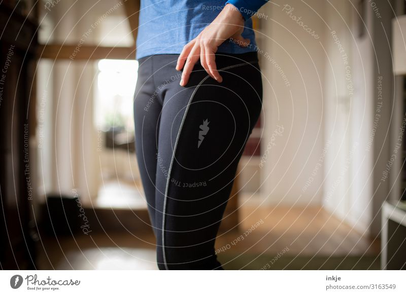 sports gear Lifestyle Athletic Fitness Living or residing Flat (apartment) Sports Sports Training Sportsperson Woman Adults Body Hand Abdomen Hip 1 Human being