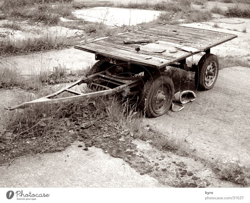 Old Wood Metal Perspective Industry Logistics Putrefy Wheel Rust Sepia Carriage Paving tiles Gray scale value