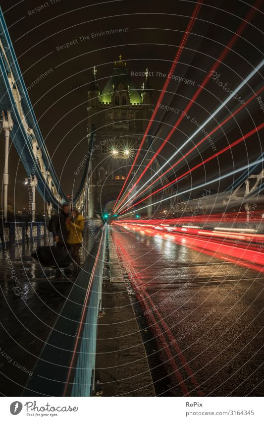 In the streets of London at night. Lifestyle Style Leisure and hobbies Vacation & Travel Tourism Sightseeing City trip Hiking Education Science & Research
