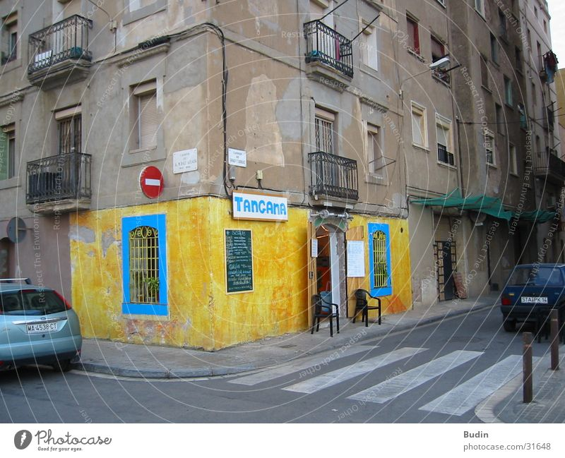 Blue House (Residential Structure) Yellow Street Wall (building) Architecture Corner Bar Exceptional Restaurant Barcelona Catalonia