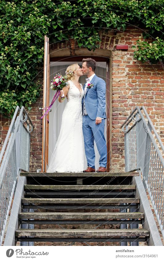 the kiss Wedding Masculine Feminine Woman Adults Man Couple Life Body 2 Human being 18 - 30 years Youth (Young adults) Wall (barrier) Wall (building) Stairs