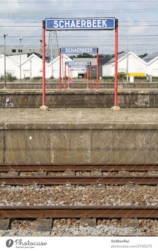 BE-1030 Cable Town Capital city Overpopulated Train station Wait Get in Platform Railroad tracks Gravel Schaerbeek Brussels Belgium Colour photo Subdued colour
