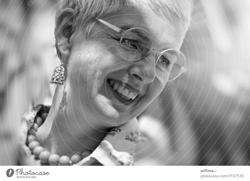 Joie de vivre at a mature age Woman smile Friendliness Face Earring Eyeglasses Necklace Pearl necklace Gray-haired White-haired Short-haired Laughter Happiness