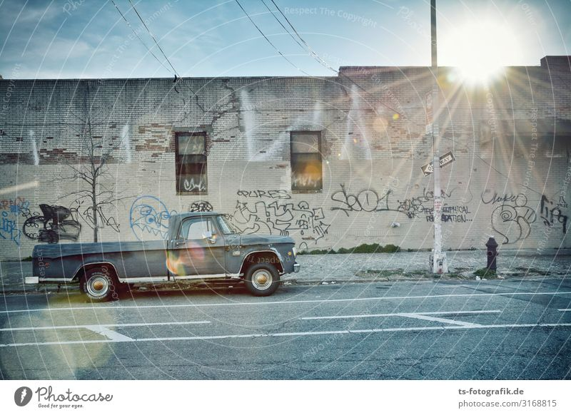 Pickup, not picked up Sky New York City Brooklyn Town Manmade structures Building Wall (barrier) Wall (building) Facade Transport Means of transport