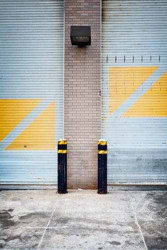 Yellow triangles want to become squares New York City House (Residential Structure) Park Manmade structures Building Architecture Garage door Wall (barrier)