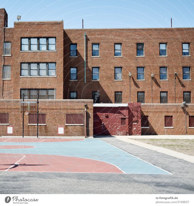 School's out in New York City Sports Ball sports Sporting Complex Basketball arena Parenting Education School building Schoolyard USA Town