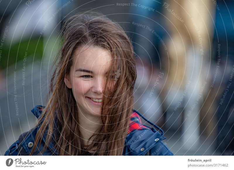 Woman Human being Youth (Young adults) Young woman 18 - 30 years Adults Life Feminine Happy Joie de vivre (Vitality) Long-haired Brunette Landscape format