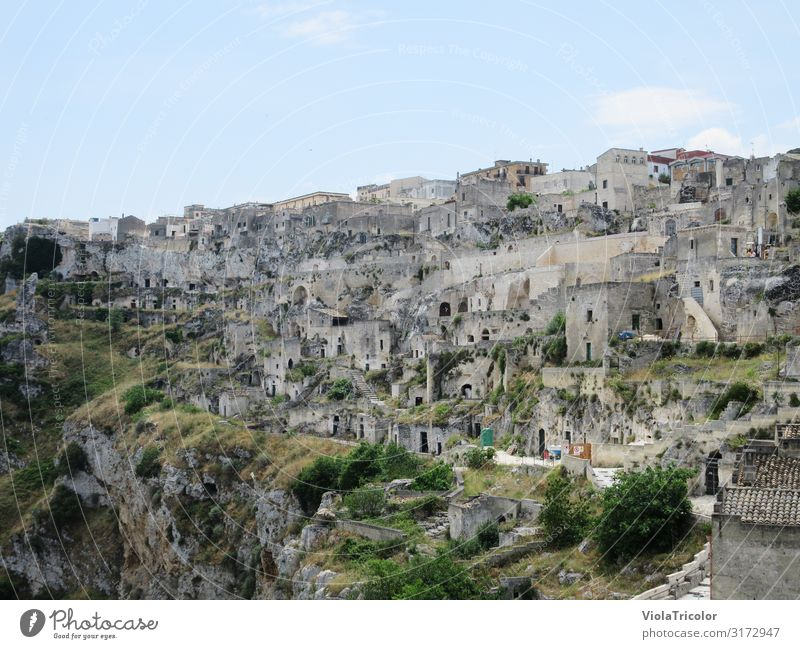 matera Architecture Landscape Sky Mountain Canyon Town Old town House (Residential Structure) Ruin Manmade structures Building Wall (barrier) Wall (building)