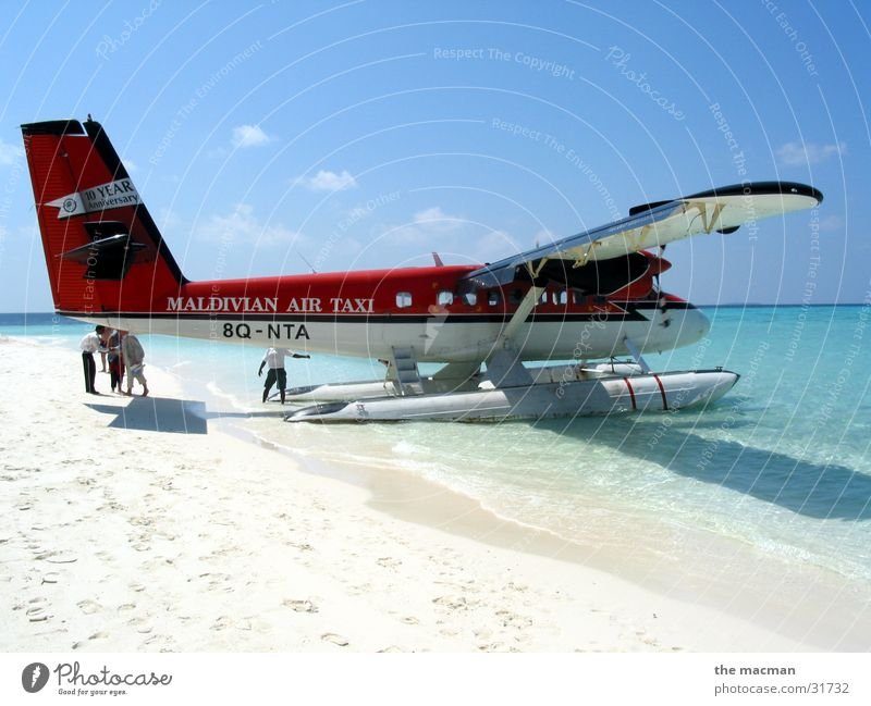 Ocean Vacation & Travel Relaxation Flying Adventure Island Airplane Maldives Seaplane