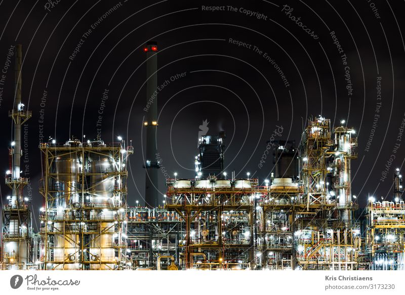 Petrochemical plant at night Work and employment Factory Economy Logistics Energy industry Business Machinery Energy crisis Industry Climate change