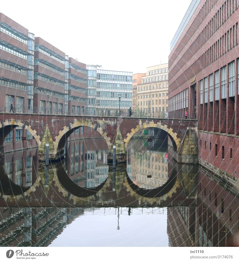 Blue Water Red Gray Bridge Hamburg Tourist Attraction