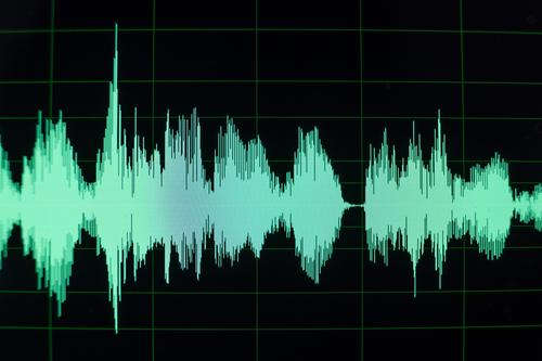 Waveform in audio editing software for Podcast Art Artist Music Listen to music CD Media New Media Internet Radio (broadcasting) Esthetic Undulation Waves Green