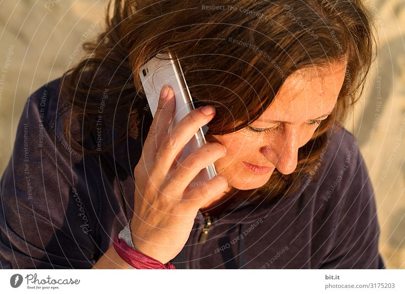Woman Human being Adults To talk Feminine Cellphone To call someone (telephone)