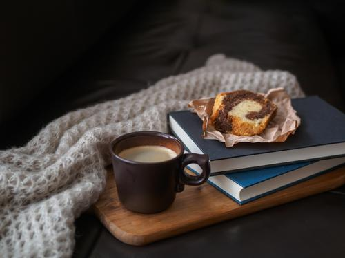 Relaxation Food Lifestyle Moody Living or residing Retro To enjoy Book Warm-heartedness Break Coffee Beverage Cake Sofa Fragrance Cup