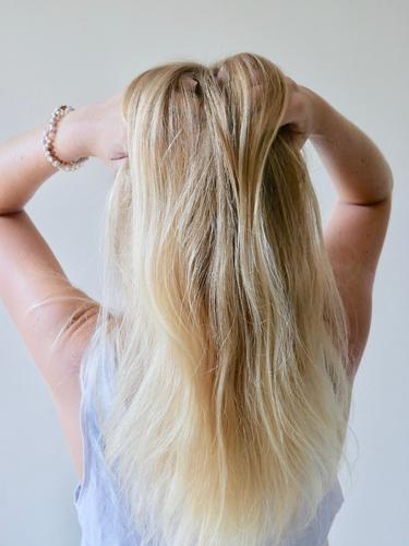 Natural blonde Style Body Hair and hairstyles Feminine Woman Adults 1 Human being 18 - 30 years Youth (Young adults) T-shirt Blonde Long-haired Esthetic