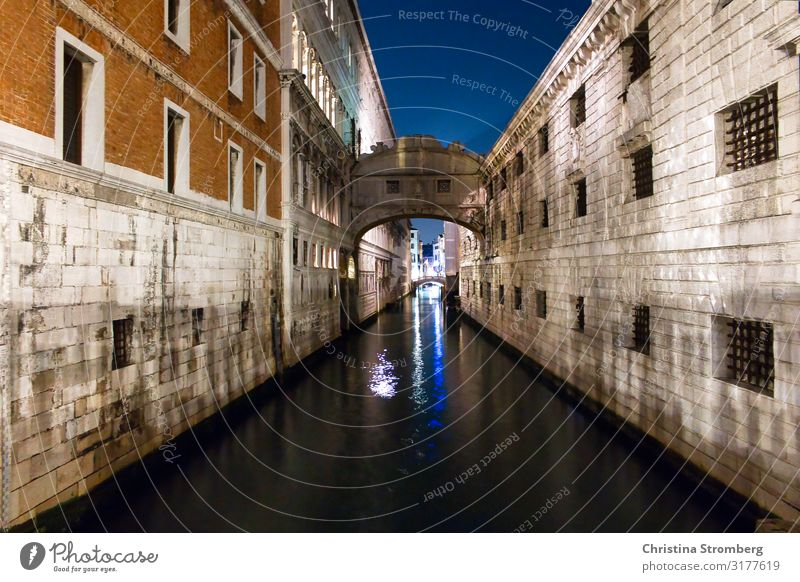 Bridge of Sighs at night Venice Italy italy Architecture Colour photo Exterior shot Water Town Vacation & Travel Europe Tourist Attraction Tourism Old town
