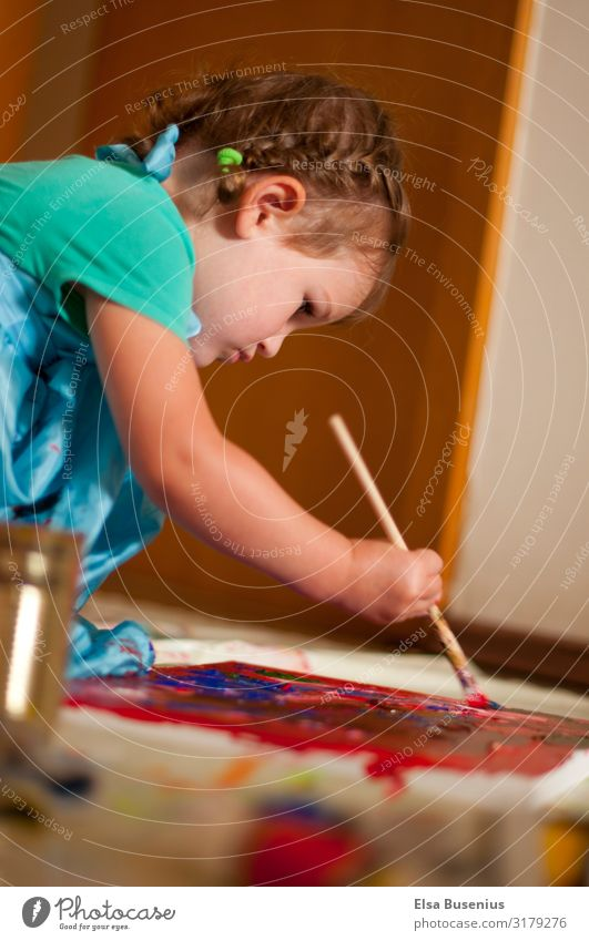 Young Artist Leisure and hobbies Picturesque Painting (action, artwork) Flat (apartment) Feminine Child Toddler Girl Infancy 1 Human being 1 - 3 years
