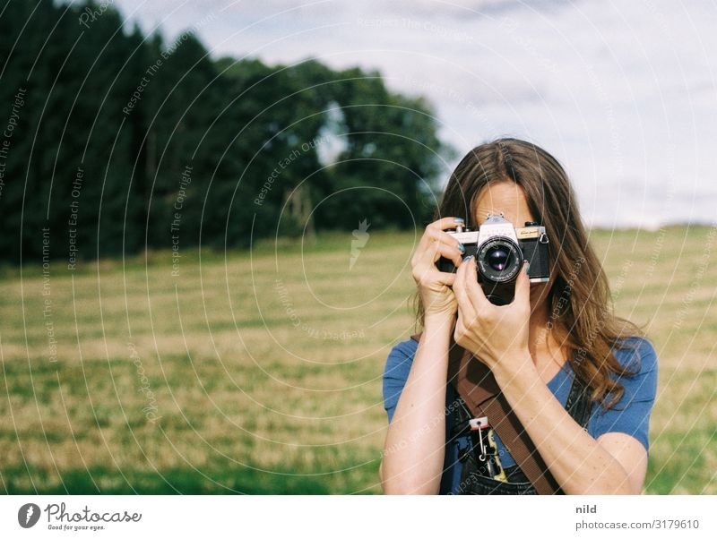 The Photographer Lifestyle Style Leisure and hobbies Profession Human being Young woman Youth (Young adults) 1 18 - 30 years Adults Overalls Brunette
