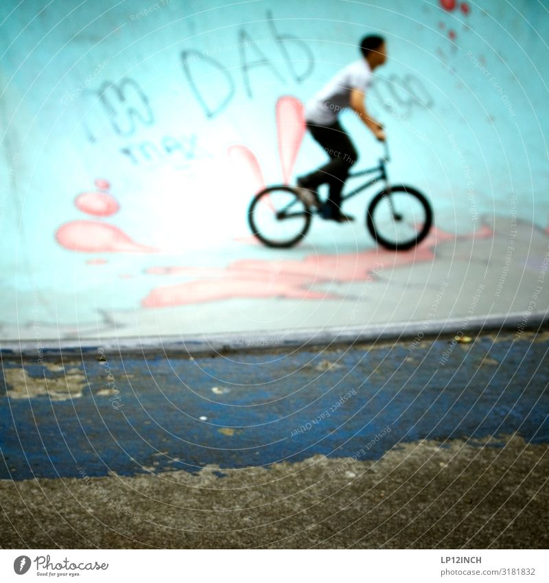 P O O L Leisure and hobbies Playing Sports Cycling BMX bike Halfpipe pool Boy (child) Young man Youth (Young adults) 1 Human being 8 - 13 years Child Infancy