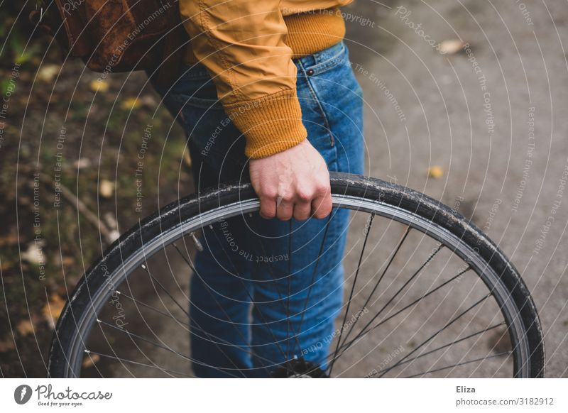 wheel Human being Masculine Young man Youth (Young adults) Man Adults 1 18 - 30 years 30 - 45 years Leisure and hobbies Tire tyre change Bicycle tyre Repair