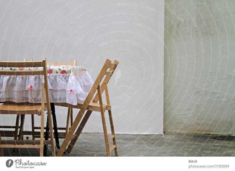 Table, lay down. Nutrition Living or residing Furniture Wall (barrier) Wall (building) Retro Clean Hospitality Loneliness Friendship Stagnating Surrealism Chair