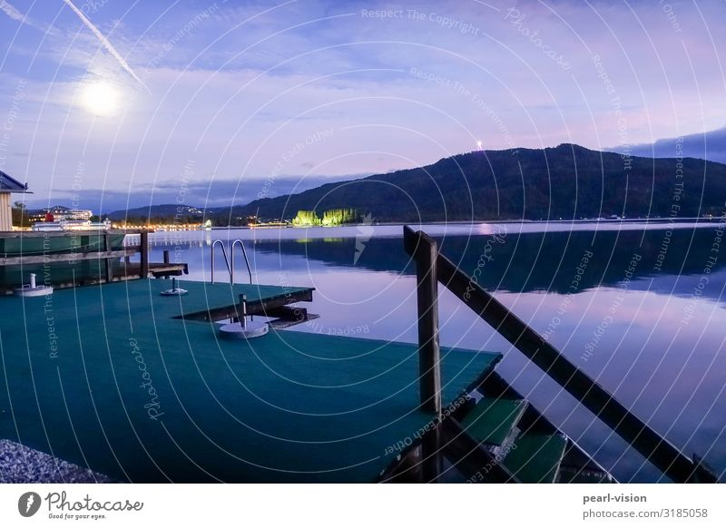 on the jetty Moon Autumn Lakeside Lake Wörthersee Footbridge Calm Colour photo Exterior shot Deserted Evening Twilight Long exposure Wide angle