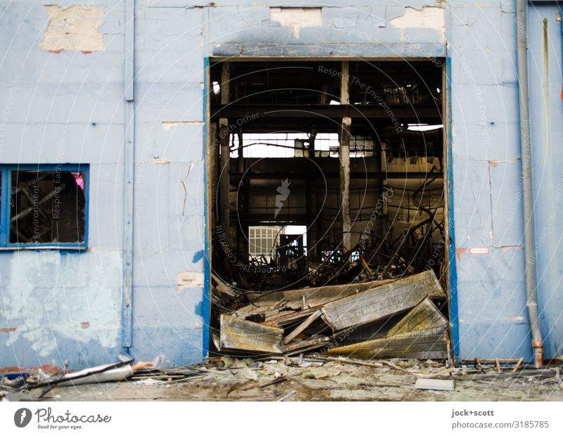 burnt out Blue Moody Authentic Broken Warehouse Lichtenberg