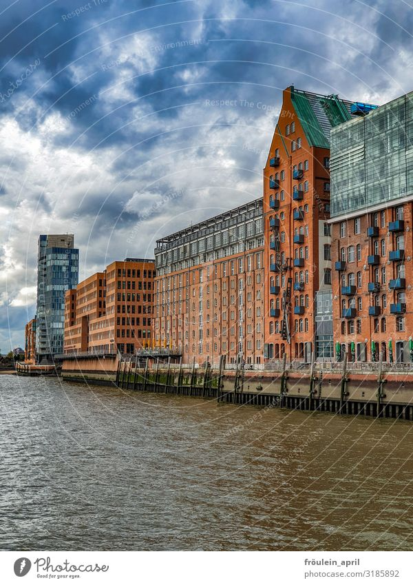 Town Water House (Residential Structure) Clouds Architecture High-rise Culture Creativity Hamburg Manmade structures Capital city River bank Port City