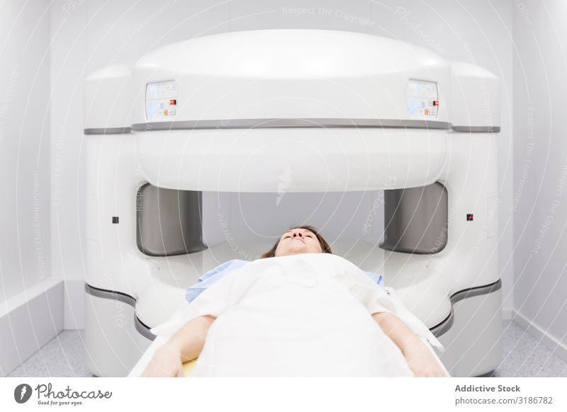 open magnetic resonance machine exam Patient undergoing Radiology Woman Youth (Young adults) Human being radiologist oncology Magnetic Hospital occupation