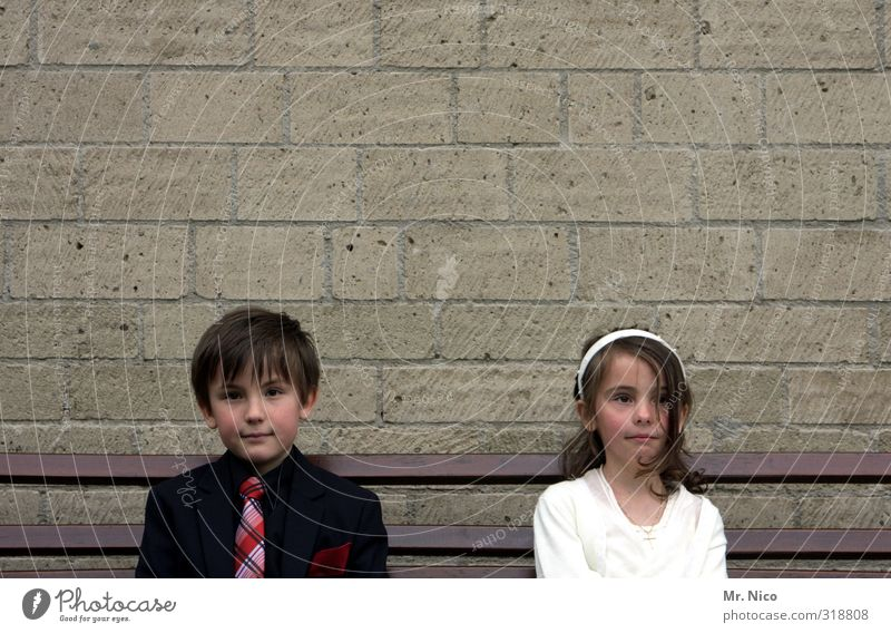 Thoughts are free Lifestyle Girl Boy (child) Brothers and sisters Infancy 2 Human being 8 - 13 years Child Building Wall (barrier) Wall (building) Fashion Dress