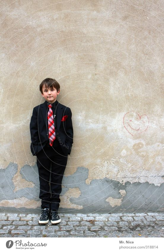 suit-wearer Lifestyle Masculine Boy (child) 1 Human being 8 - 13 years Child Infancy Building Fashion Suit Tie Observe Stand Brash Hip & trendy Serene Boredom