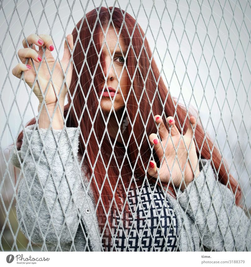 Stories of the fence (XL) Feminine Woman Adults 1 Human being T-shirt Jacket Red-haired Long-haired Fence Observe To hold on Looking Curiosity Surprise Sadness