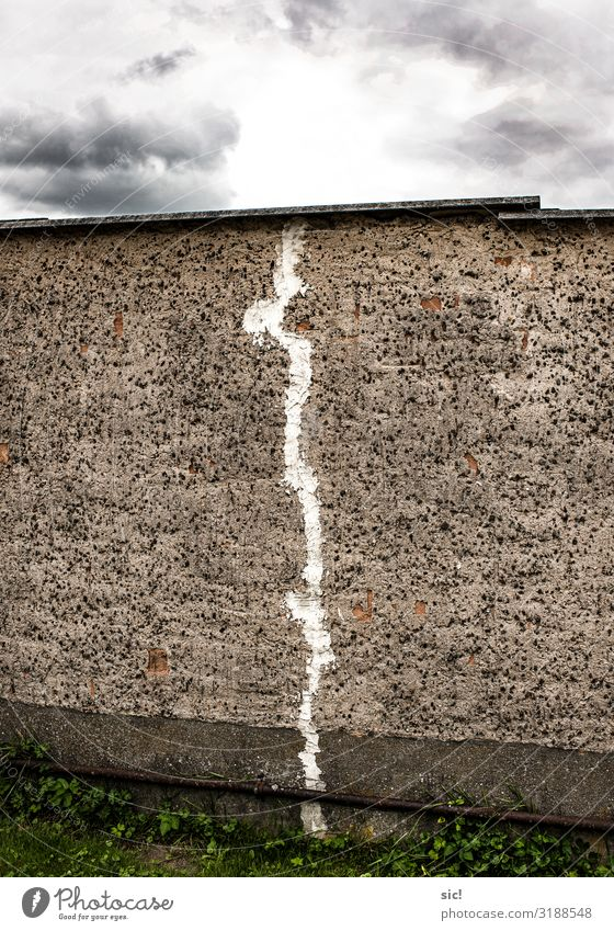 Broken Wall Redecorate Clouds Storm clouds Wall (barrier) Wall (building) Facade Stone Concrete Dark Sharp-edged Gray White Horizon Arrangement Stagnating