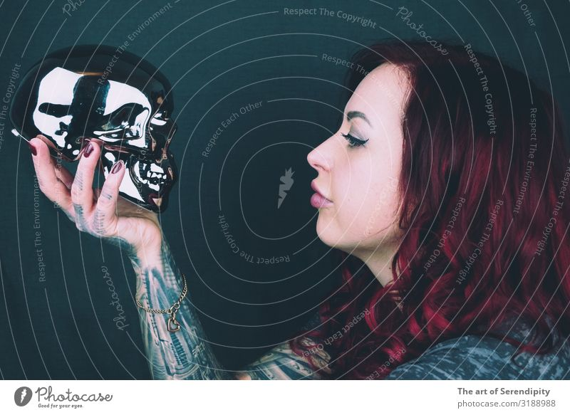 To be or not to be Human being Feminine Young woman Youth (Young adults) Head 1 18 - 30 years Adults Actor Youth culture Punk Tattoo Red-haired Curl Curiosity