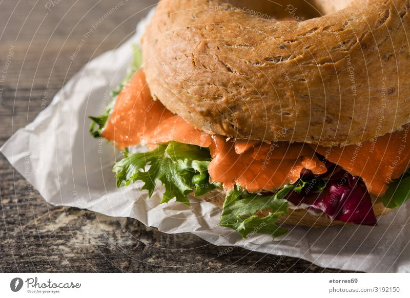 Bagel sandwich with cream cheese, smoked salmon and vegetables Sandwich Salmon Vegetable Lettuce Rucola Fish Vegetarian diet Bread Cream cheese Food