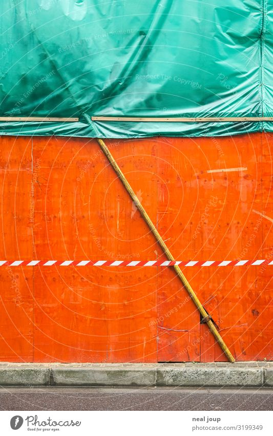 City background Asia Wall (barrier) Wall (building) Curbside Signs and labeling Line Barrier Trashy Town Green Orange Threat Mysterious Break Stagnating Date