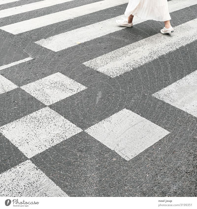 Floor graphics Lifestyle Style City trip Feminine Young woman Youth (Young adults) Legs 1 Human being Town Traffic infrastructure Pedestrian Lanes & trails