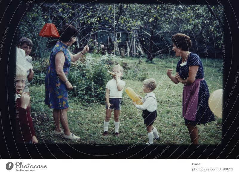 Woman Joy Food Adults Life Lanes & trails Movement Feasts & Celebrations Boy (child) Garden Playing Together Moody Living or residing Flat (apartment) Birthday