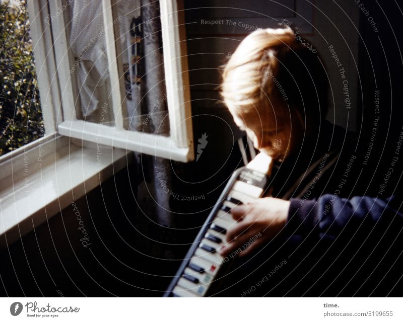 summer song Living or residing Flat (apartment) Room Feminine Girl 1 Human being Music melodica Wind instrument Keyboard Window Blonde Long-haired Playing