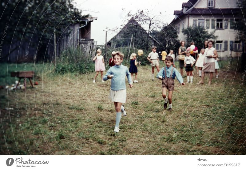 House (Residential Structure) Relaxation Joy Girl Life Meadow Sports Movement Boy (child) Garden Together Friendship Moody Living or residing Flat (apartment)