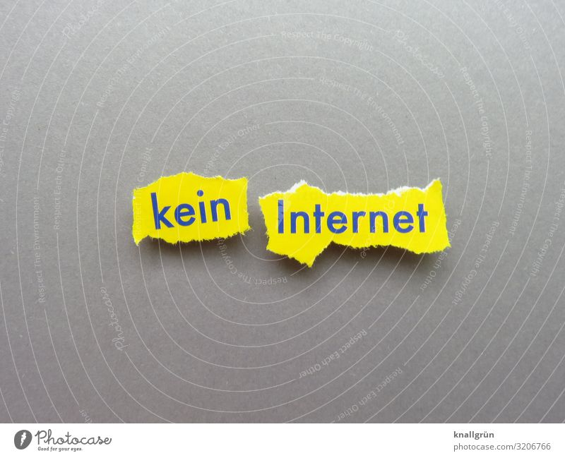 no internet Characters Signs and labeling Communicate Broken Yellow Gray Aggravation Frustration Network Offline Disturbance Colour photo Studio shot Deserted