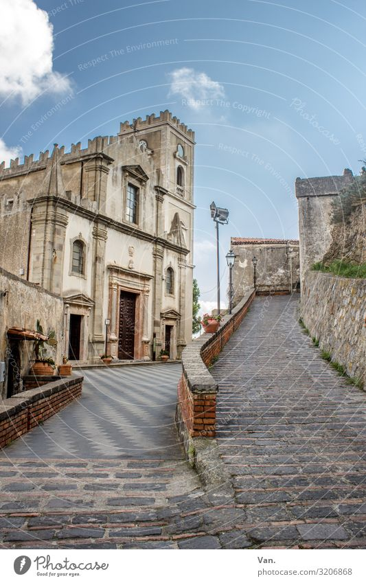 Savoca³ Sky Clouds Sicily Italy Village Church Wall (barrier) Wall (building) Paving stone Street Lanes & trails Authentic Beautiful Blue Merlon Colour photo