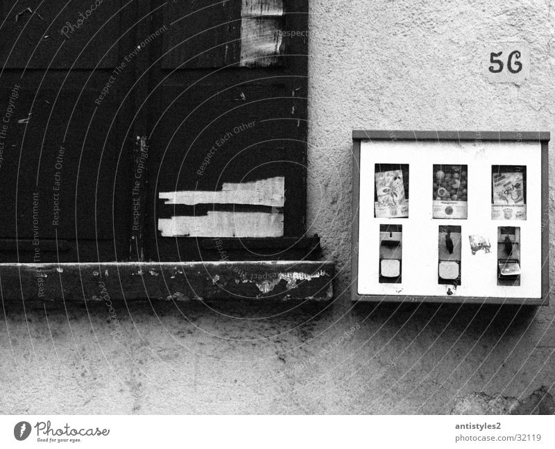 Old Wall (building) Window Things Chewing gum Vending machine Gumball machine