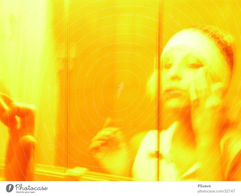 lexus mirror Seal Yellow Woman Cap Blonde Apply make-up