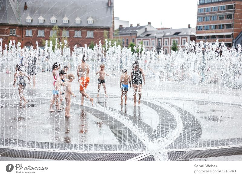 Fountain 1 Human being Group of children Crowd of people 1 - 3 years Toddler 3 - 8 years Child Infancy 8 - 13 years Summer Swimming & Bathing Denmark aarhus