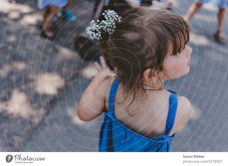 flower girl Playing Adventure Summer Sun Feasts & Celebrations Wedding Feminine Child Girl Infancy Head Hair and hairstyles 1 Human being 1 - 3 years Toddler