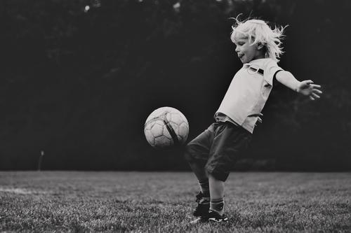 Child Human being White Joy Black Life Sports Boy (child) Leisure and hobbies Masculine Blonde Infancy Happiness Walking Clothing Soccer