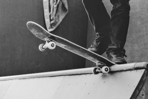 skateboard Lifestyle Summer Sports Sportsperson Halfpipe Human being Masculine Man Adults Youth (Young adults) Feet 1 18 - 30 years Youth culture Subculture