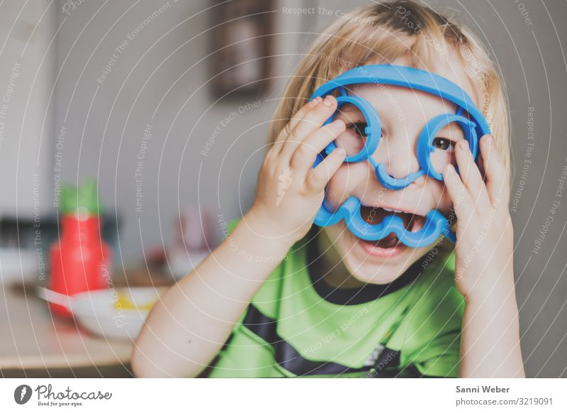 Children Masks Toddler Boy (child) Brother Infancy Life 1 Human being 3 - 8 years Glittering To enjoy Laughter Blonde Brash Friendliness Happiness Funny Natural